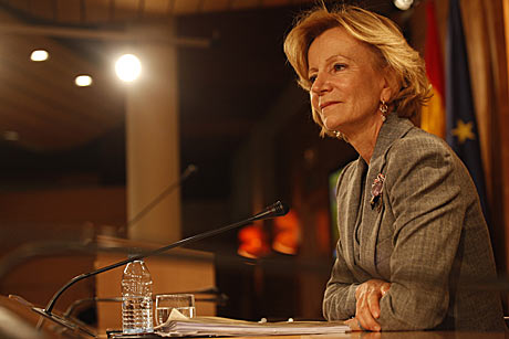 Elena Salgado, ministra de Economía, durante la rueda de prensa para presentar el documento anticrisis. | Roberto Cárdenas