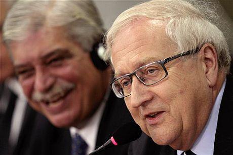 El ministro de Economía alemán, Rainer Bruderle (derecha), junto al ministro brasileño de Industria, Miguel Jorge. |AP