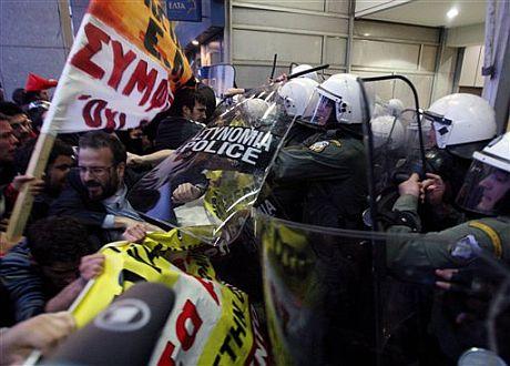 Protesta reciente en Atenas contra la austeridad del Gobierno.   AP
