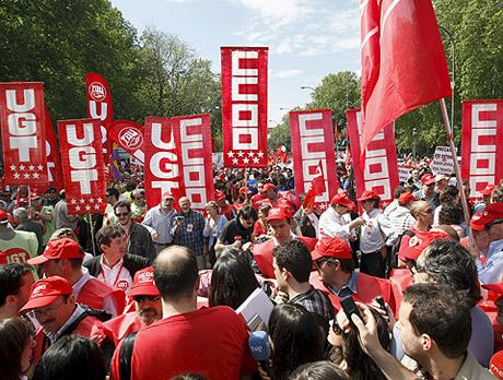 Decenas de personas en la manifestación de Madrid. | Efe