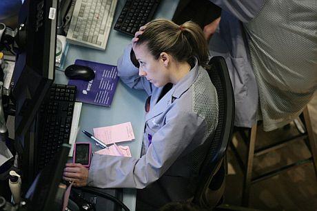 Una operadora en la Bolsa de Nueva York. | Efe