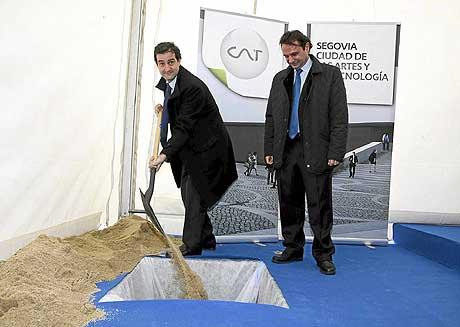 David Cierco coloca la primera piedra de la Ciudad de las Artes y la Tecnología de Segovia. | Rosa Blanco