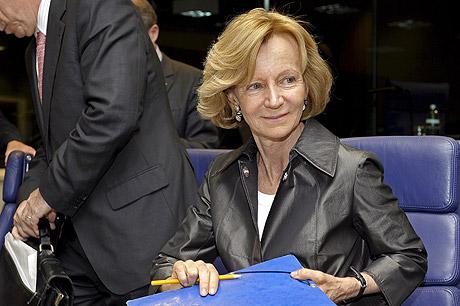 Elena Salgado, en la reunión de ministros de la zona euro celebrada ayer.   Efe