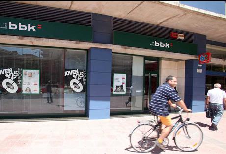 Sede de BBK en la avenida Ramón y Cajal de Sevilla. | Fernando Ruso