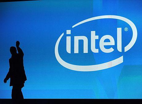 El presidente de Intel saluda en una conferencia de la compañía. | AFP