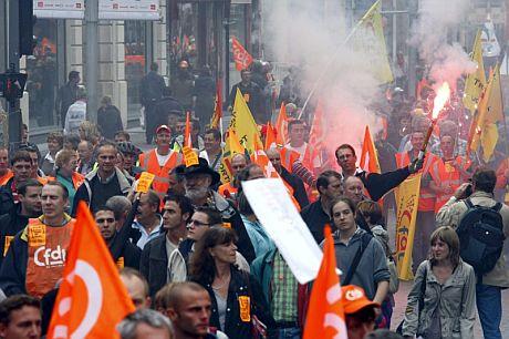 Cientos de personas se manifiestan en Lille. | Efe