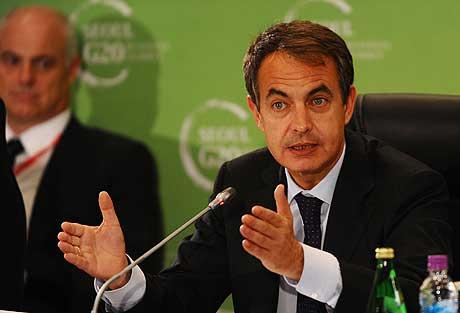 Zapatero, durante la reunión con los empresarios en Seúl. | Afp