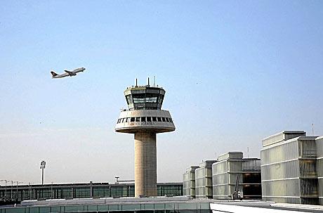 Torre de control del aeropuerto de El Prat de Barcelona. | Santi Cogolludo