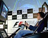 Alonso, durante la prueba del nuevo circuito de Shanghai en la PS2.