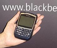 Imagen del BlackBerry 8700f, durante su presentanción en París. (Foto: elmundo.es)
