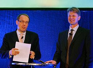 El presidente de Nokia, Jorma Ollila (izquierda) y Kai Oistamo, director general de la compañía (Foto: Reuters)