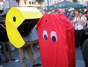 Particular partida de 'Pac-man' en la Gran Vía de Madrid. (Foto: P.R.)
