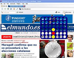 Un 'widget' con el juego Conecta 4 y otro con un reloj, sobre la portada de elmundo.es.