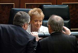 María Teresa Fernández de la Vega, con José Montilla y José Blanco en el Pleno. (Foto: EFE)