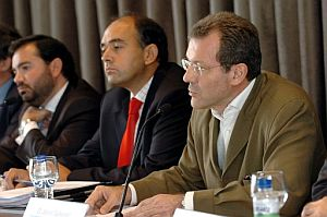 De izquierda a derecha, Pedro Farré, Rafael Sánchez y Javier Gutierrez. (Foto: EFE)