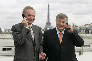 Louis-Pierre Wenes, consejero delegado de Orange France, y Didier Lombard, director de France Telecom. (Foto: Reuters)