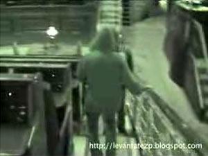 Fotograma del vídeo en el que aparecen los jóvenes en el Hemiciclo.