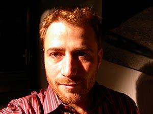 Autorretrato de Stuart Butterfield, realizado durante la entrevista.