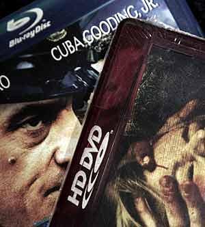 Warner ha anunciado un formato compatible con HD DVD y Blu-ray. (Foto: AP)