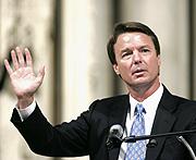 Edwards hizo una amplia campaña por Internet en 2004. (Foto: Reuters)