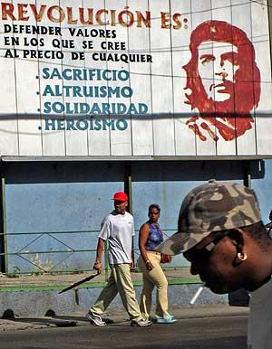 Cartel revolucionario en Cuba. (Foto: AFP)