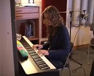 La cantante Esmee Denter, en una imagen de YouTube.
