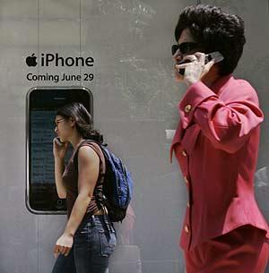 Anuncio del iPhone en una calle de Chicago. (Foto: AP)