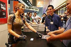 Una actriz caracterizada de Lara Croft, el pasado año en E3. (Foto: AFP)