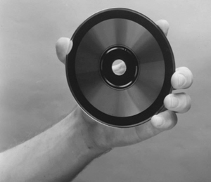 Uno de los primeros CDs que salieron de la factoría de Philips cerca de Hanover. (Foto: AFP)