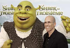 Jeffrey Katzenberg, director ejecutivo de DreamWorks, junto al personaje de animación 'Shrek'. (Foto: AP)
