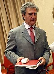 El ministro de Cultura, antes de su comparecencia en el Congreso. (Foto: EFE)