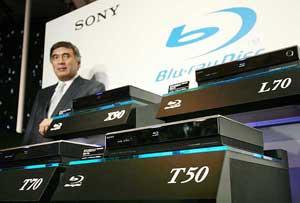 El vicepresidente ejecutivo de Sony, Katsumi Ihara, durante la rueda de prensa en la que se han presentado los nuevos modelos. (Foto. AFP)
