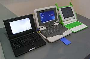 De izquierda a derecha, Asus EeePC, Classmate de Intel y XO de OLPC. (Foto: P. R.)