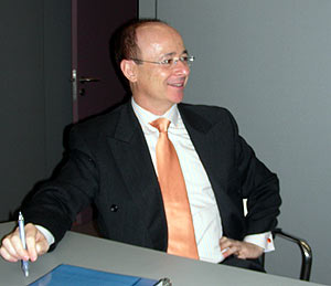 Jesús Gil-Ortega, durante la entrevista. (Foto: P. R.)