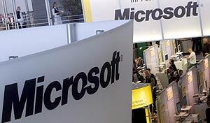 Logos de Microsoft en la feria CeBIT de Hannover, hace tres años. (Foto: EFE)