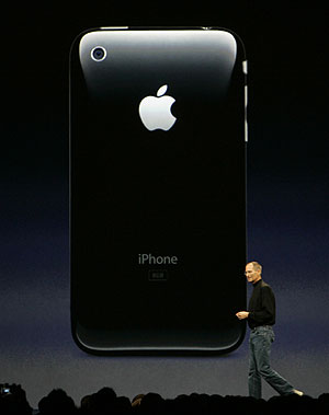 el presidente de Apple, Steve Jobs, ante la característica parte trasera del dispositivo. (Foto: AP)