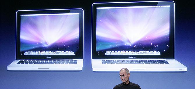 Steve Jobs presenta los nuevos equipos. (Foto: AP)