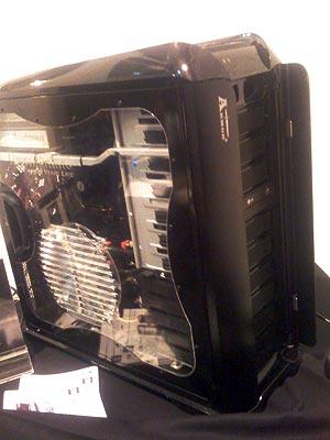 Imagen de un ordenador con cuatro placas Tesla. (Foto: P. R.)