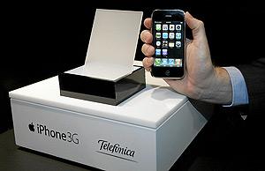 El iPhone 3G de Apple, en su presentación en la sede de Telefónica. (Foto: Diego Sinova)