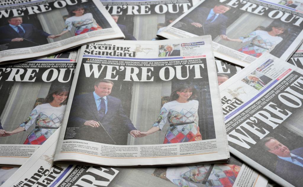 El periódico Evening Standard anuncia la dimisión de Cameron un día después del referéndun. | AFP/Daniel Soranji