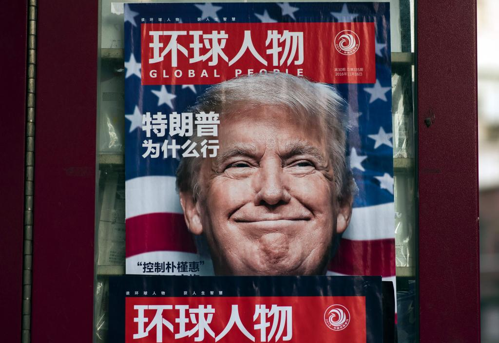 Pie: Portada de una revista china tras las victoria de Donald Trump. | Johannes Eisele / AFP