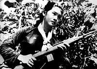 Vo Thi Mo, fotografiada a los 17 años cuando era guerrillera del Vietcong.