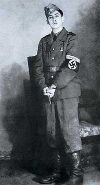 FALANGISTAS CON ESVASTICA. Algunos españoles miembros de la Organización Todt -agrupación que acogía a los trabajadores extranjeros en Alemania- fueron reclutados por las SS en Berlín.