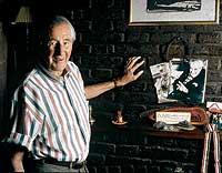 MEDIO SIGLO ESCONDIDO. Von Oven, 93 años, en su casa en Buenos Aires, donde vive desde que en 1951 huyó de Europa vía Italia.