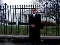 EL AZOTE DE BUSH. EEUU lo convirtió en héroe nacional tras el 11-S. Hoy acusa al presidente de complicidad en el atentado.