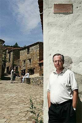 """Hombre de éxito. El profesor Vaughan, de 53 años, en el """"pueblo inglés"""" de Valdelavilla."""