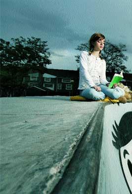 Intelectual. Paula, una lectora empedernida que tiene poco en común con la mayoría de jóvenes. / RICARDO CASES