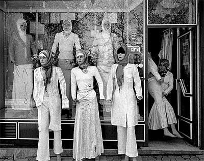 """Islam y moda. """"Lo que los imames no han conseguido con sus sermones, lo hemos logrado nosotros con nuestras tiendas"""", dicen los fundadores de una línea de ropa que conjuga feminidad e islam: Tekbir."""