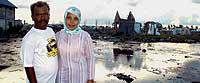 Zaihal y Rahmayani quedaron viudos. Se conocieron en uno de los campos de refugiados abiertos tras la tragedia. Desde agosto pasado son marido y mujer. /DAVID JIMÉNEZ