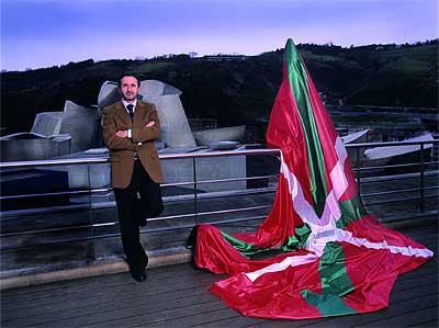 Josu Jon Imaz, 42 años, presidente del PNV, en la terraza del hotel Domine, en Bilbao, frente al Guggenheim.